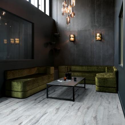 Få et eksklusivt look med BerryAlloc Grand Avenue Nyhavn højtrykslaminat gulvet.