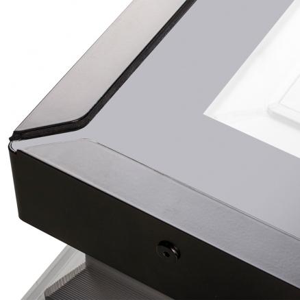 Ovenlys vindue i stilrent design. Køb FAKRO DXG P2 fladtagsvindue billigt hos Netbyggemarked.dk