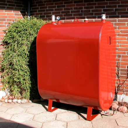 Rød olietank til 1200 liter fyringsolie fra netbyggemarked.dk