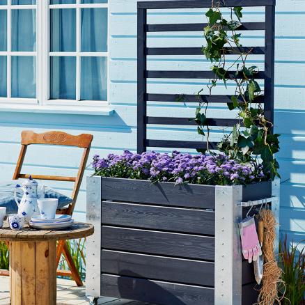 Skab en god stemning på terrassen med Plus Cubic blomsterkasse m. espalier høj